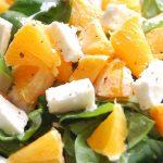Летний освежающий салат с апельсином и ветчиной.