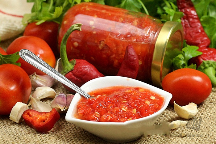 Домашняя аджика: рецепт аджики из помидоров, перца, моркови и других ингредиентов